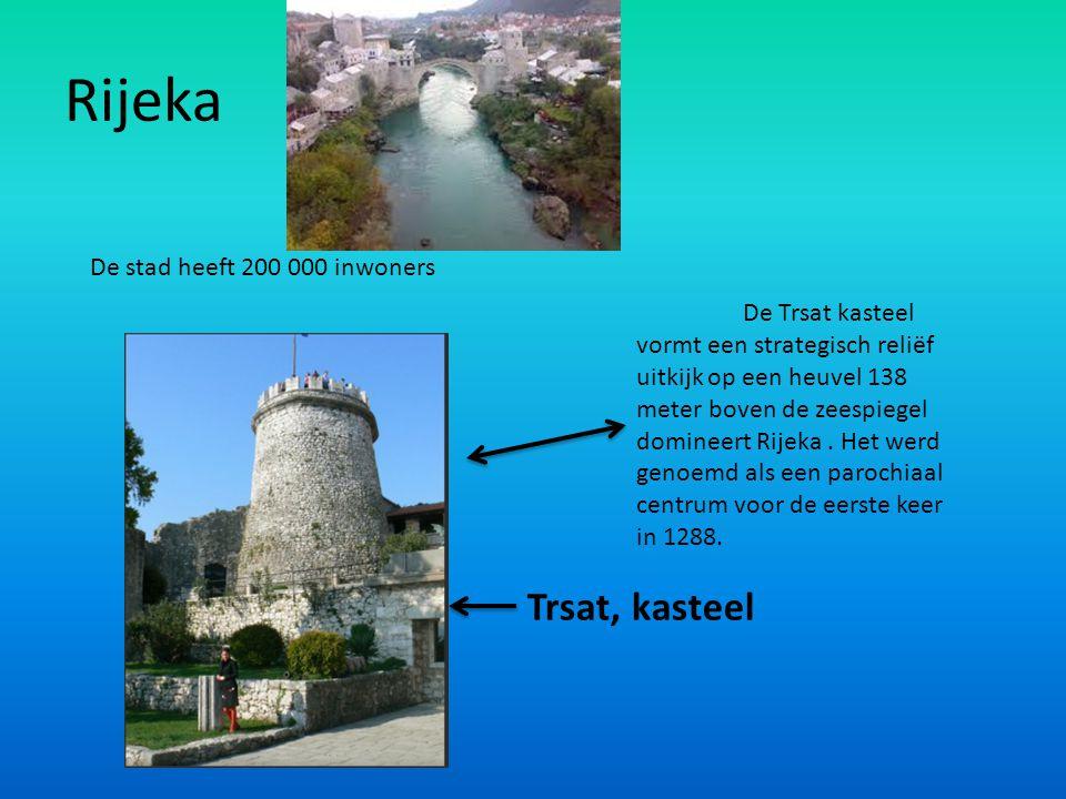 Rijeka De stad heeft 200 000 inwoners Trsat, kasteel De Trsat kasteel vormt een strategisch reliëf uitkijk op een heuvel 138 meter boven de zeespiegel
