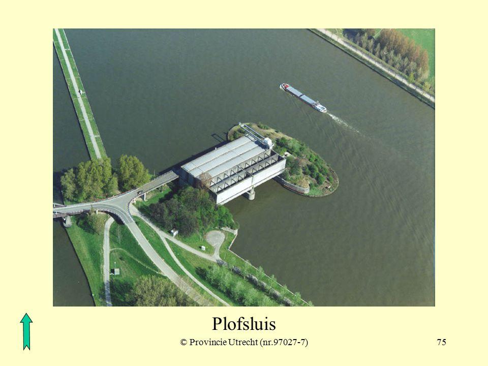 © Provincie Utrecht (nr.10-2)74 Lekkanaal met inundatiedijk en Plofsluis Schalkwijkse wetering Plofsluis