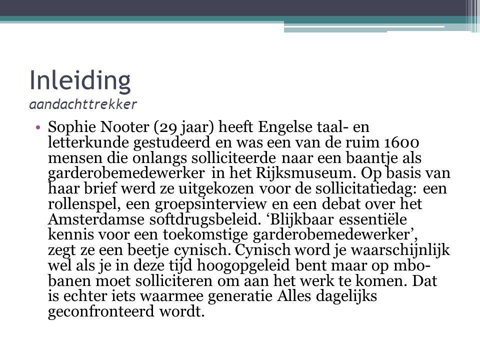 Inleiding aandachttrekker Sophie Nooter (29 jaar) heeft Engelse taal- en letterkunde gestudeerd en was een van de ruim 1600 mensen die onlangs solliciteerde naar een baantje als garderobemedewerker in het Rijksmuseum.