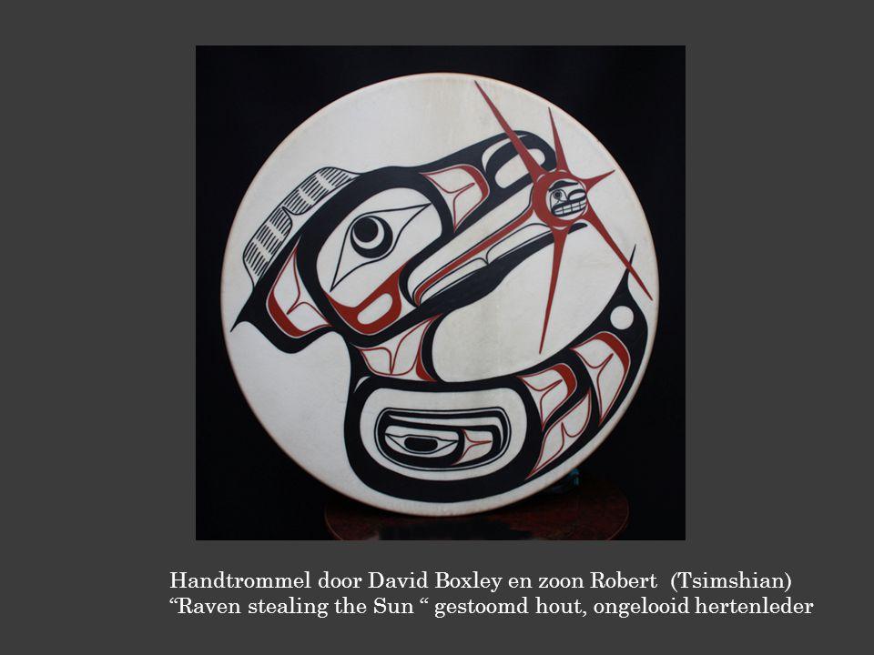 Handtrommel door David Boxley en zoon Robert (Tsimshian) Raven stealing the Sun gestoomd hout, ongelooid hertenleder