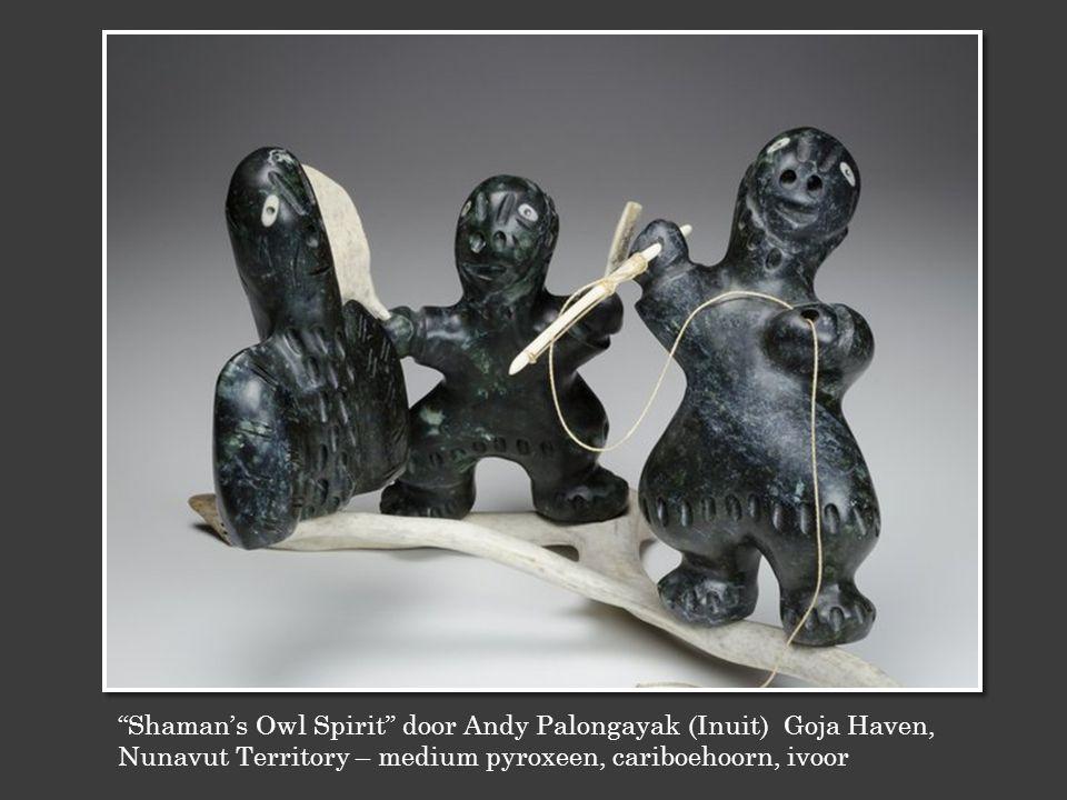 Shaman's Owl Spirit door Andy Palongayak (Inuit) Goja Haven, Nunavut Territory – medium pyroxeen, cariboehoorn, ivoor