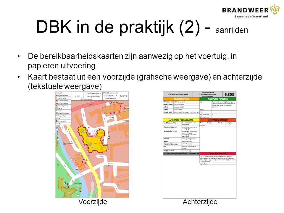 DBK in de praktijk (2) - aanrijden De bereikbaarheidskaarten zijn aanwezig op het voertuig, in papieren uitvoering Kaart bestaat uit een voorzijde (grafische weergave) en achterzijde (tekstuele weergave) AchterzijdeVoorzijde