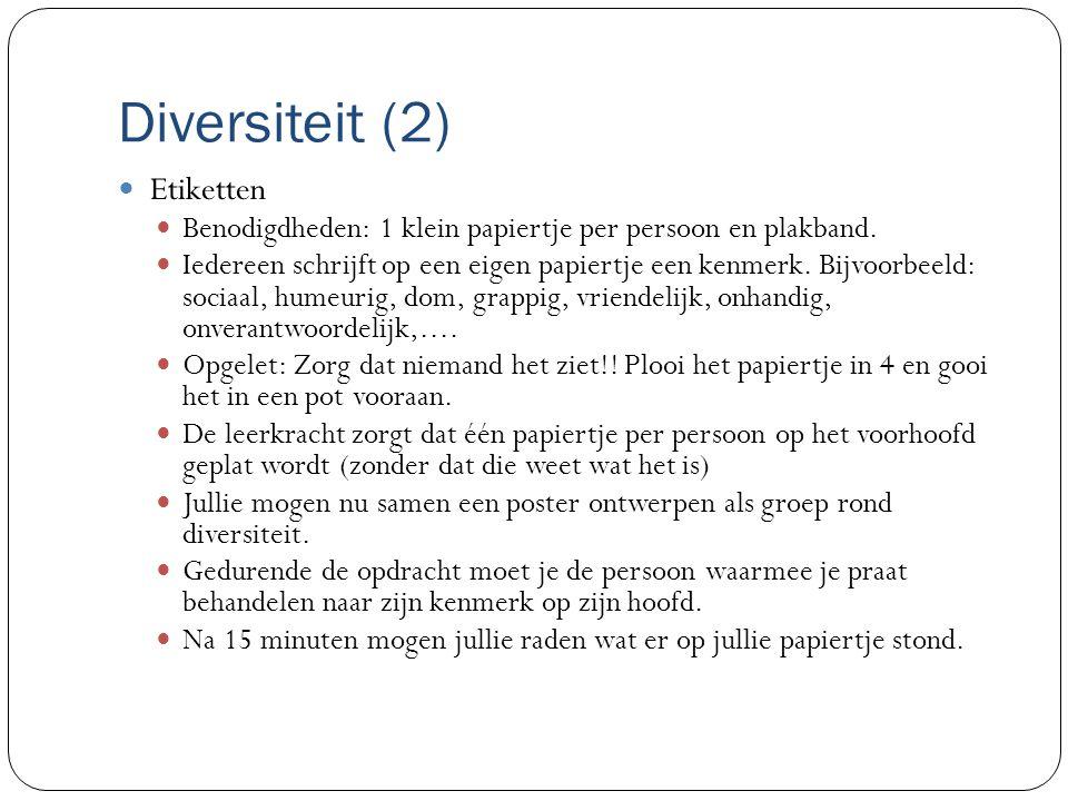 Diversiteit (2) Etiketten Benodigdheden: 1 klein papiertje per persoon en plakband.