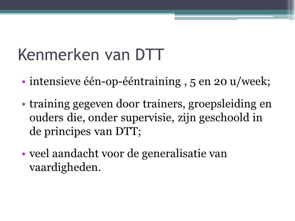 Kenmerken van DTT intensieve één-op-ééntraining, 5 en 20 u/week; training gegeven door trainers, groepsleiding en ouders die, onder supervisie, zijn g