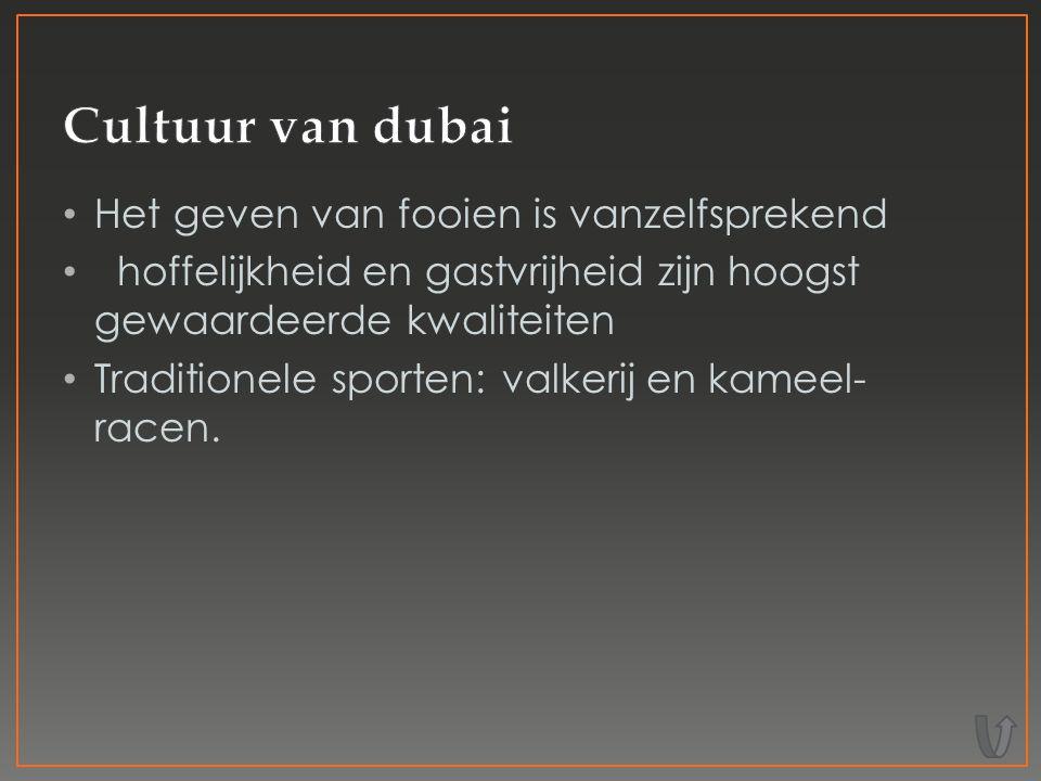 Het geven van fooien is vanzelfsprekend hoffelijkheid en gastvrijheid zijn hoogst gewaardeerde kwaliteiten Traditionele sporten: valkerij en kameel- racen.