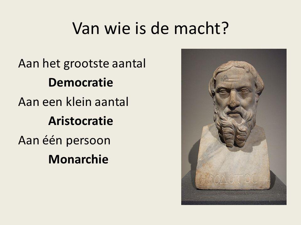 Van wie is de macht? Aan het grootste aantal Democratie Aan een klein aantal Aristocratie Aan één persoon Monarchie
