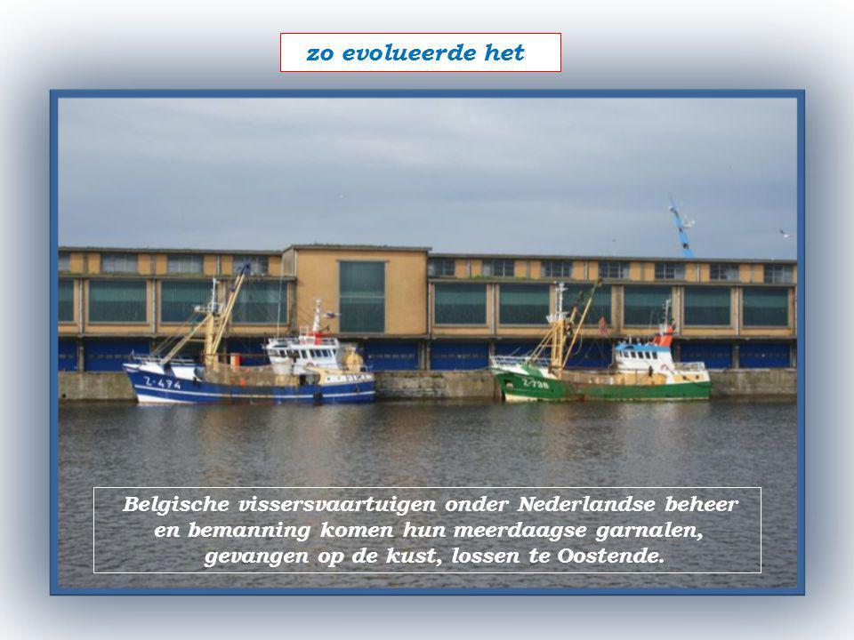 Onder de vuurtoren van Oostende 1+3 voormannen kustvissers (1985-2005) met collega's streden tegen o.a.