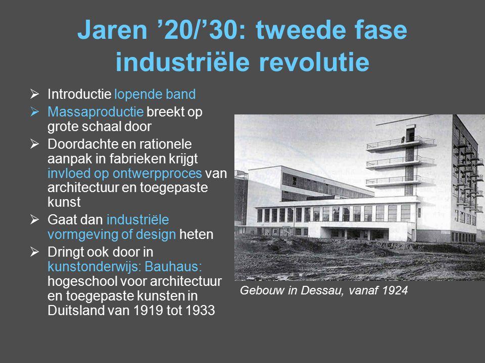 Jaren '20/'30: tweede fase industriële revolutie  Introductie lopende band  Massaproductie breekt op grote schaal door  Doordachte en rationele aan