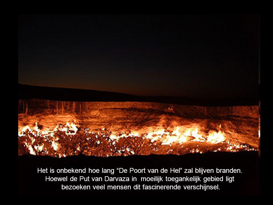 """Het is onbekend hoe lang """"De Poort van de Hel"""" zal blijven branden. Hoewel de Put van Darvaza in moeilijk toegankelijk gebied ligt bezoeken veel mense"""