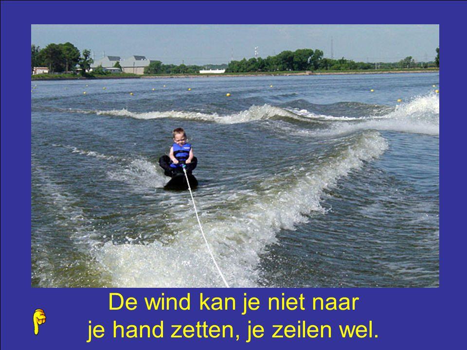 De wind kan je niet naar je hand zetten, je zeilen wel.