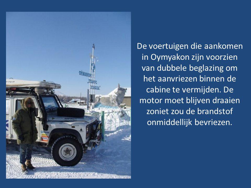 Zoals je kan zien op de vorige dia ligt de sneeuw in de winter op de weg soms zo dik dat veel kamions zich vast rijden in de sneeuw. In de zomer veran