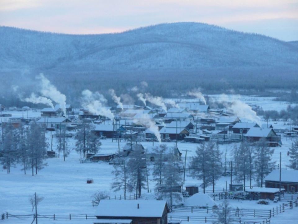 De plaats bevindt zich in het noord oosten van het Russisch Siberië. Op een vlakte gelegen op 750 m boven de zeespiegel. De winter duurt daar 9 maande