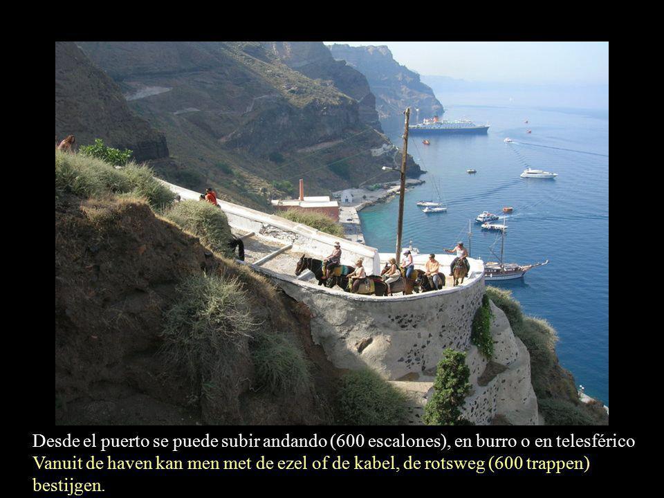 Situada en los acantilados que se asoman a la caldera de un volcán hundido Gelegen aan de rotsachtige steile kust, aan de kookketel van een diepliggende vulkaan.