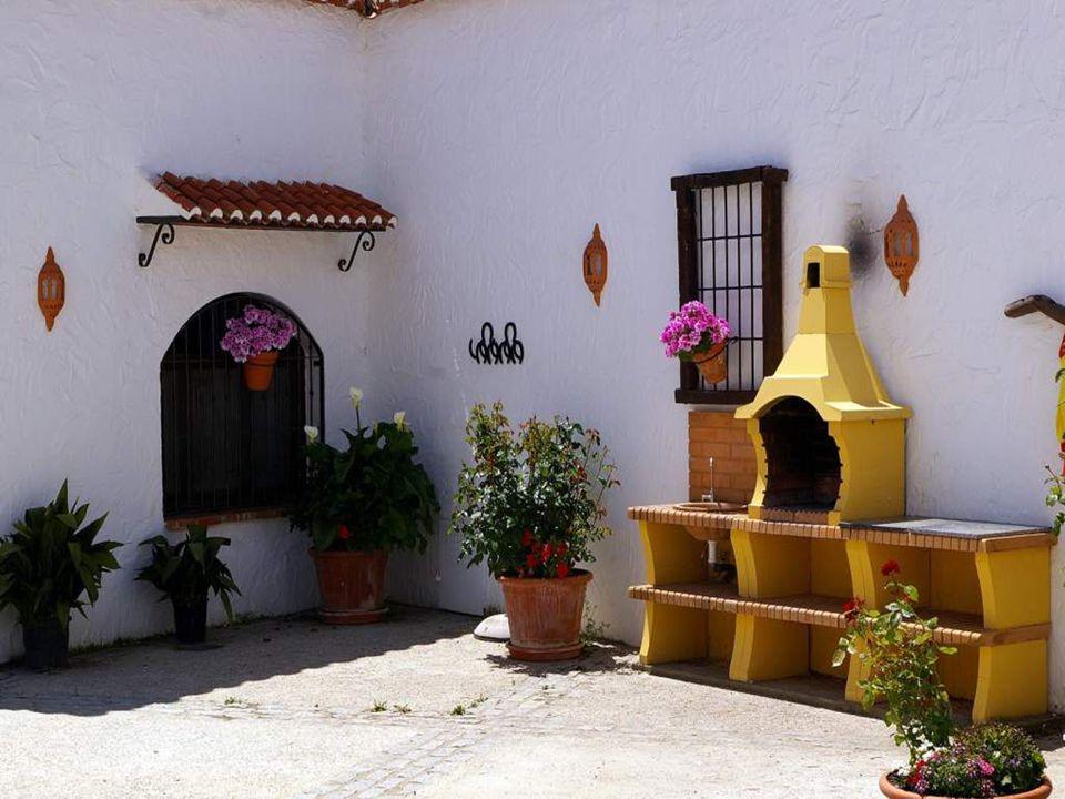 Las cuevas se han convertido en el elemento definitorio por excelencia de las comarcas de Guadix y Baza de la provincia de Granada.