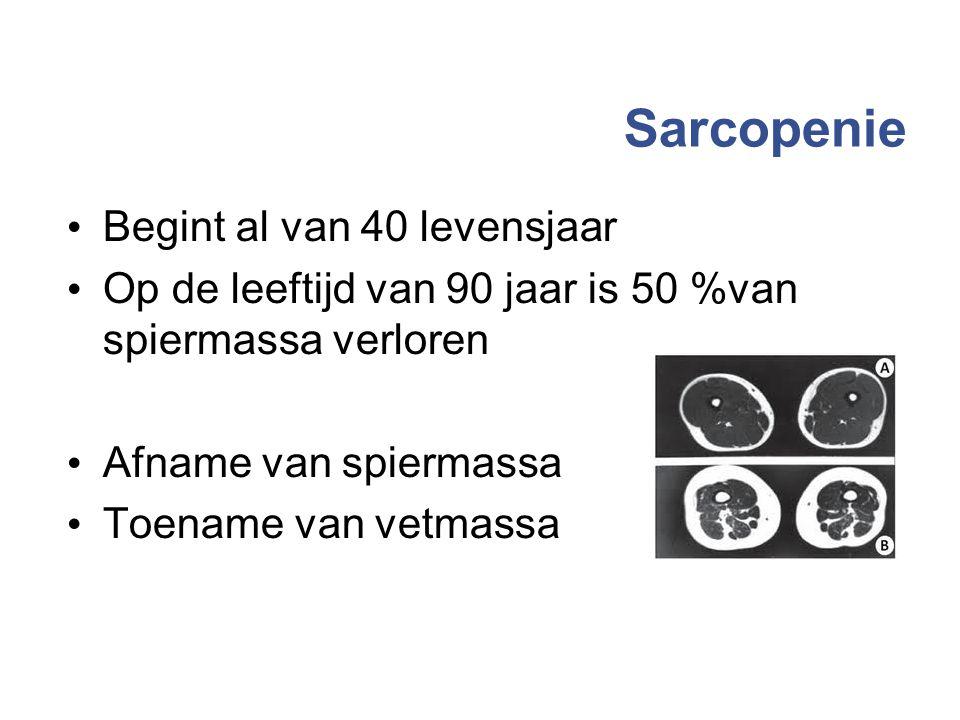 Sarcopenie Begint al van 40 levensjaar Op de leeftijd van 90 jaar is 50 %van spiermassa verloren Afname van spiermassa Toename van vetmassa 14