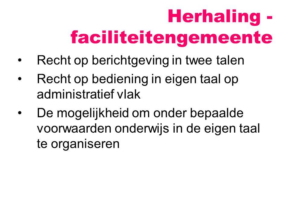 """Vanaf 1970 Staatshervormingen (1970, 1980, 1988- 89, 1993 en 2001-2003) => België steeds meer gedecentraliseerd 1993: """"België is een federale staat, samengesteld uit de Gemeenschappen en de Gewesten. Herhaling - federalisering"""