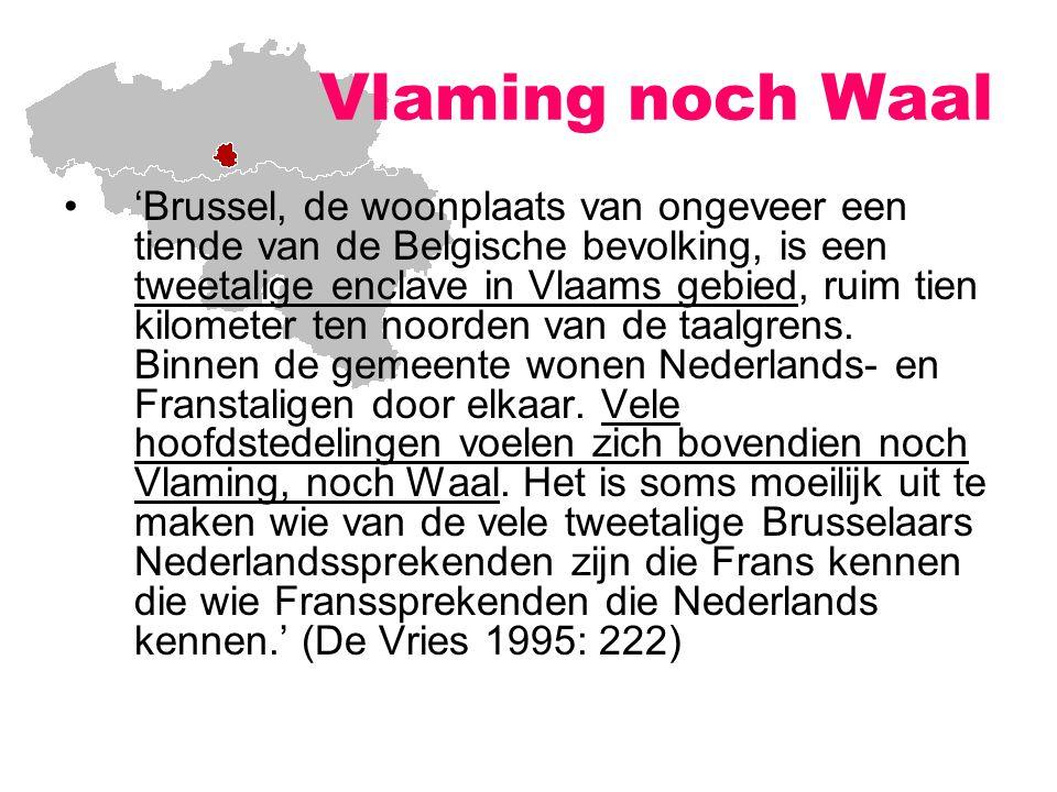 'Brussel, de woonplaats van ongeveer een tiende van de Belgische bevolking, is een tweetalige enclave in Vlaams gebied, ruim tien kilometer ten noorden van de taalgrens.