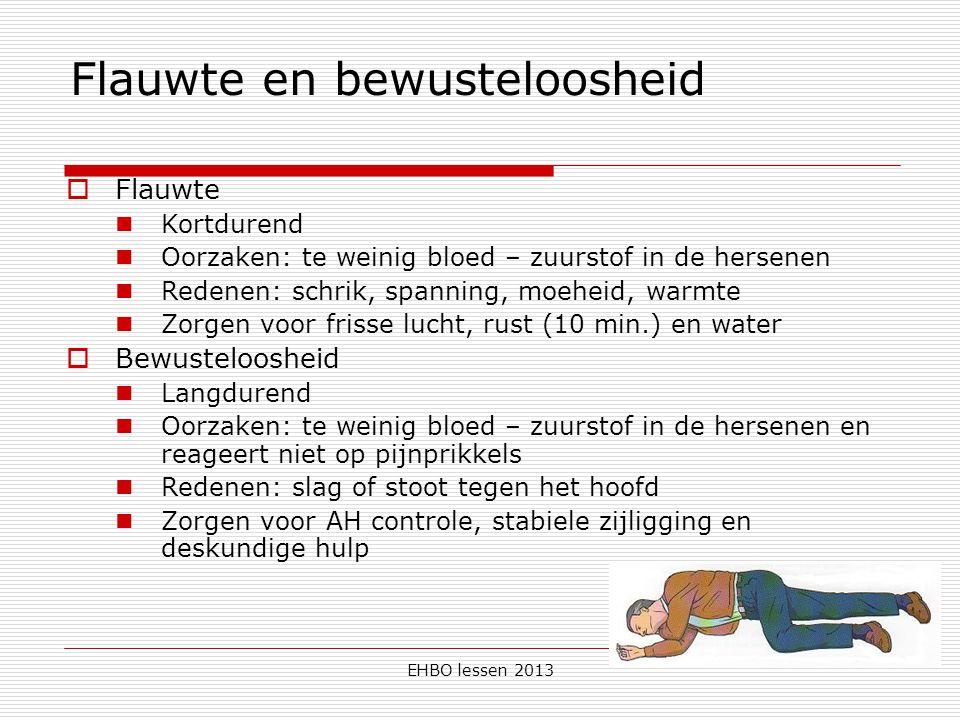 EHBO lessen 2013 Flauwte en bewusteloosheid  Flauwte Kortdurend Oorzaken: te weinig bloed – zuurstof in de hersenen Redenen: schrik, spanning, moehei