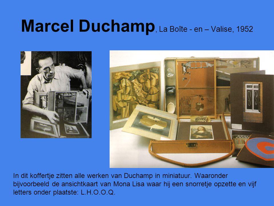 Marcel Duchamp, La Boîte - en – Valise, 1952 In dit koffertje zitten alle werken van Duchamp in miniatuur. Waaronder bijvoorbeeld de ansichtkaart van