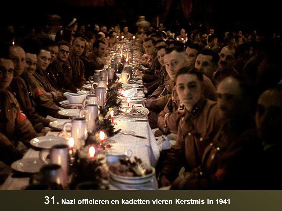 31. Nazi officieren en kadetten vieren Kerstmis in 1941