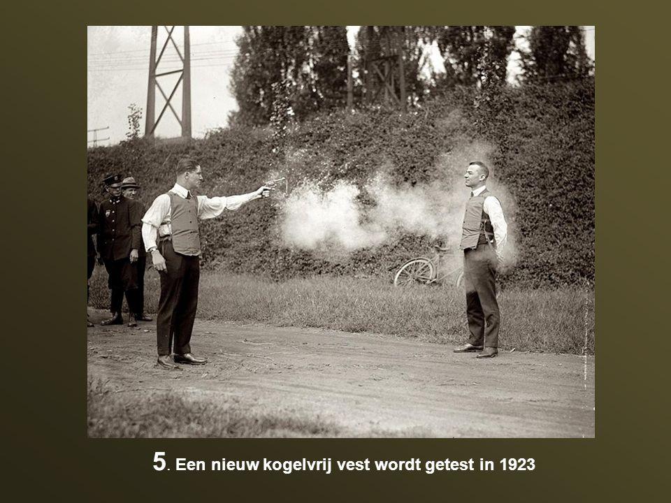 5. Een nieuw kogelvrij vest wordt getest in 1923