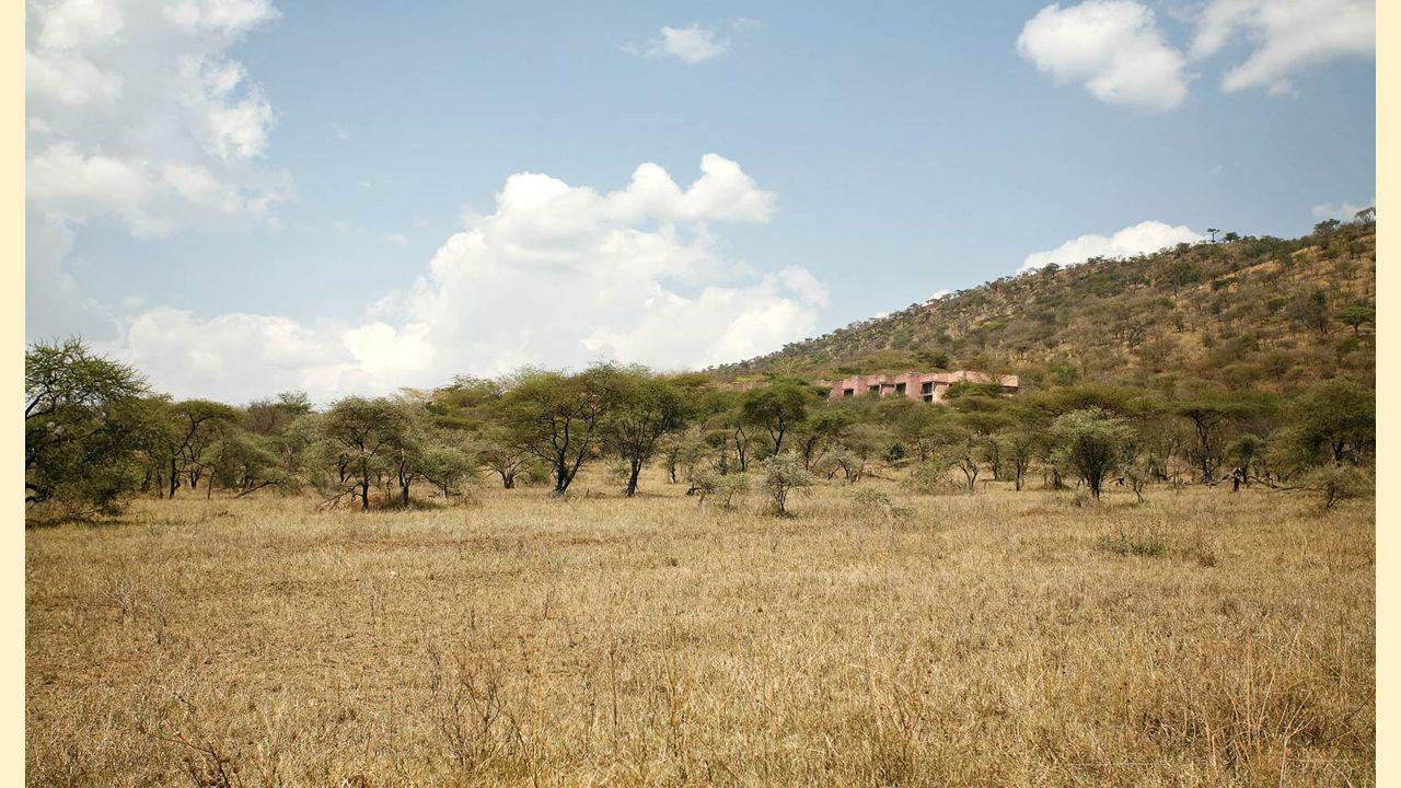 Kia Lodge ligt op een afgelegen heuvel op 4,3 km van de internationale luchthaven van Kilimanjaro met panoramisch uitzicht op de beroemde Kilimanjaro en de omringende savanne.