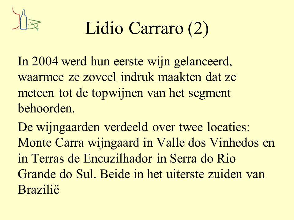 Lidio Carraro Agnus Merlot 2011 Herkomst: Terras de Encruzilhada do Sul Wijnmaker: Lidio Carraro Druivensoort (en) 100% Merlot Vergist op de schillen gedurende 14 dagen Opgevoed op roestvrijstalen tanks Alcohol: 13.0% Vrij diep van kleur, frisse, nog wat gesloten geur van zuiver fruit van frambozen, zwarte bessen en aardbeien Droge, zuivere smaak van bosfruit met aardse tonen en truffel.