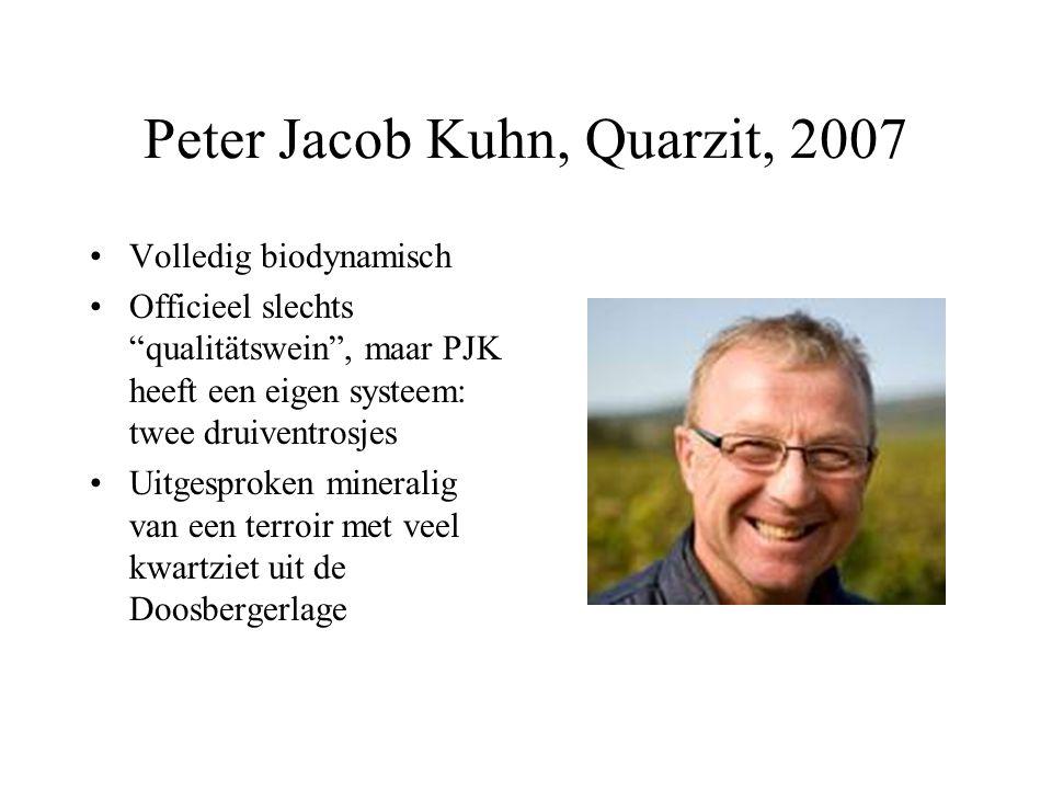 """Peter Jacob Kuhn, Quarzit, 2007 Volledig biodynamisch Officieel slechts """"qualitätswein"""", maar PJK heeft een eigen systeem: twee druiventrosjes Uitgesp"""