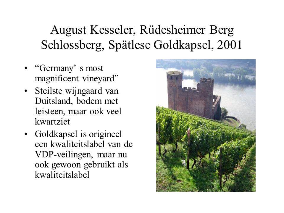 August Kesseler, Rüdesheimer Berg Schlossberg, Spätlese Goldkapsel, 2001 Germany' s most magnificent vineyard Steilste wijngaard van Duitsland, bodem met leisteen, maar ook veel kwartziet Goldkapsel is origineel een kwaliteitslabel van de VDP-veilingen, maar nu ook gewoon gebruikt als kwaliteitslabel