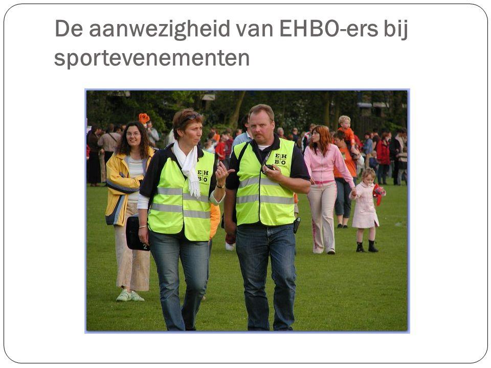 Bij sportevenementen worden vaak EHBO-ers ingeschakeld voor het verlenen van eerste hulp.