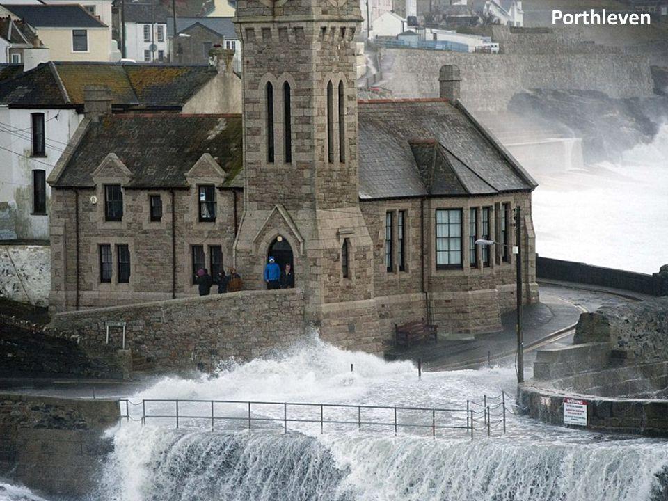 Stormachtig weer op Caswell Bay in Swansea, Zuid-Wales