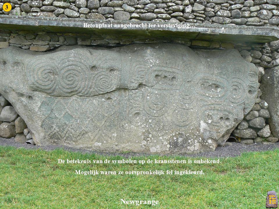 De betekenis van de symbolen op de kransstenen is onbekend.