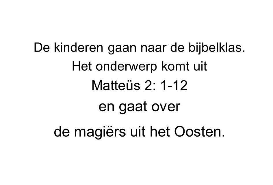De kinderen gaan naar de bijbelklas. Het onderwerp komt uit Matteüs 2: 1-12 en gaat over de magiërs uit het Oosten.
