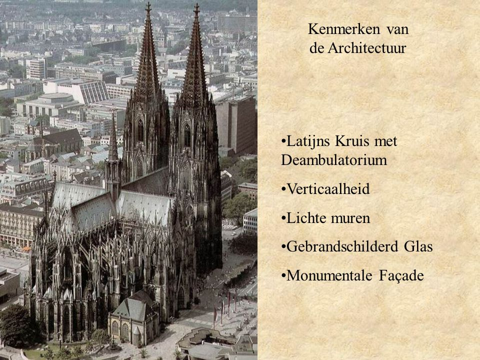 De Tweeling Torens Flankeren het middelste schip op een symmetrische wijze Benadrukken de verticaalheid van de kerk