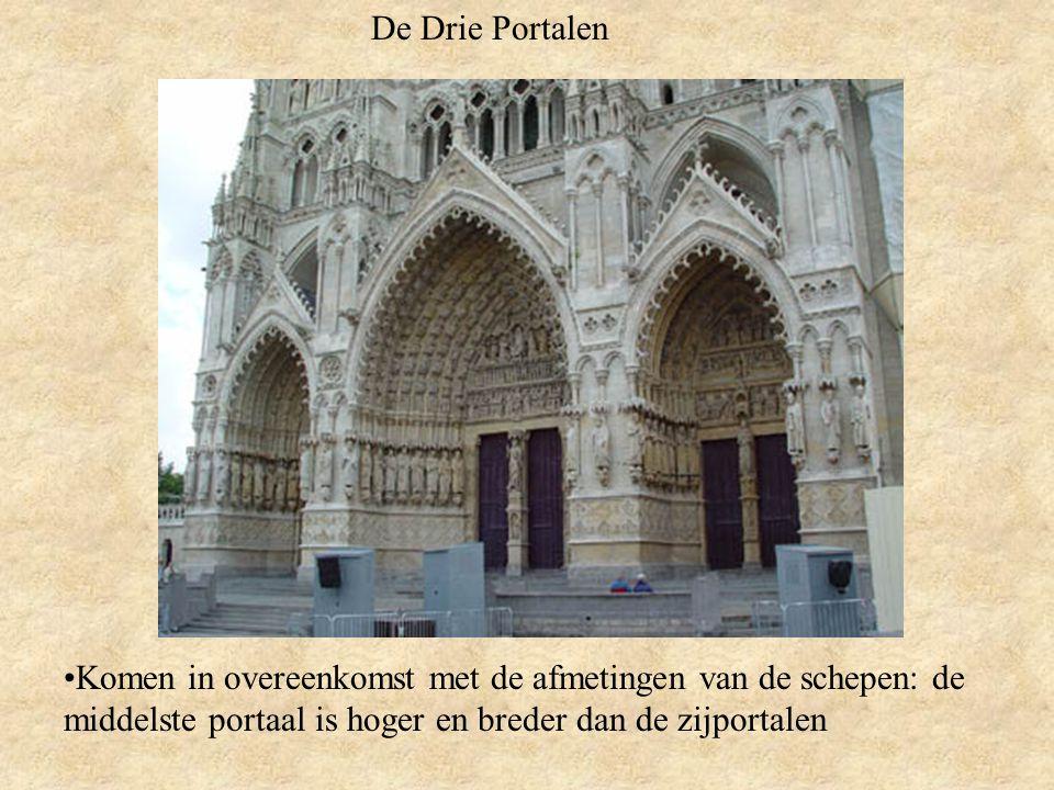 De Rozet Is geplaatst in het centrum van de middelste schip façade, boven de grootste portaal Zijn cirkelvorm heeft een dubbel symbolisme: De zon: symbool van Christus De roos: symbool van Maria
