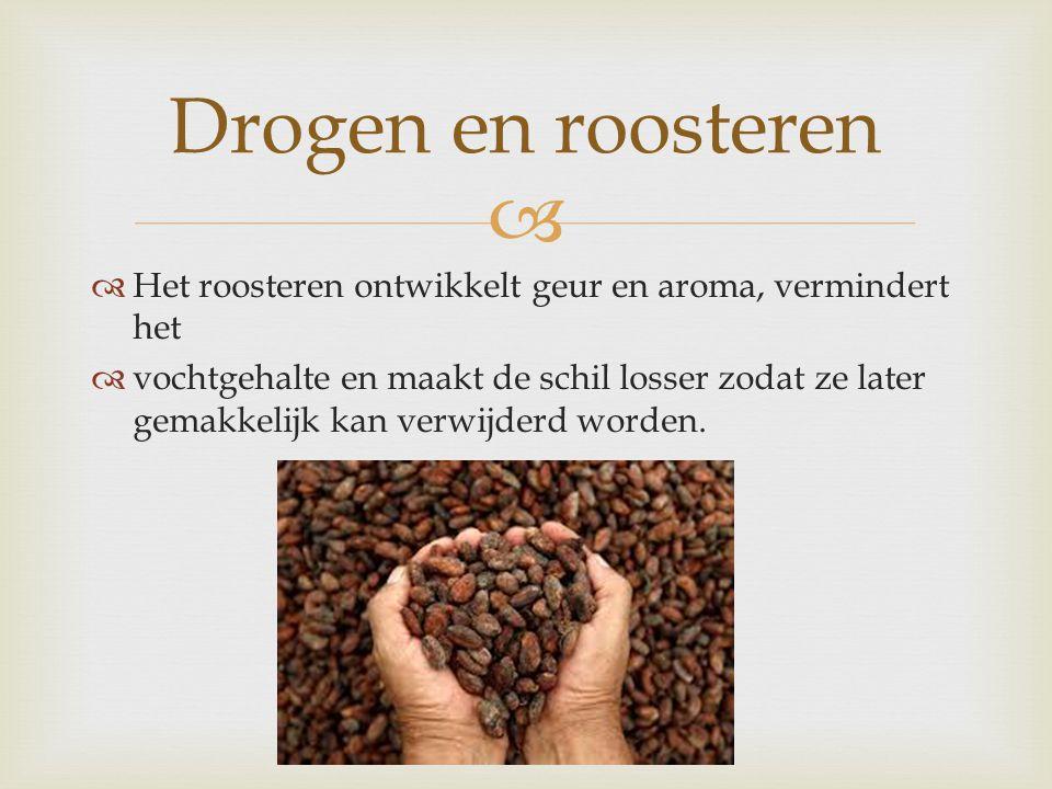   Het roosteren ontwikkelt geur en aroma, vermindert het  vochtgehalte en maakt de schil losser zodat ze later gemakkelijk kan verwijderd worden. D