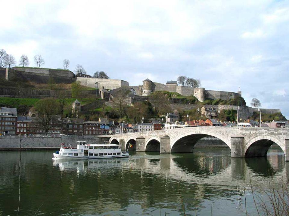 Namur es la capital de la región de Valonia y, a la vez, de la provincia de Namur.