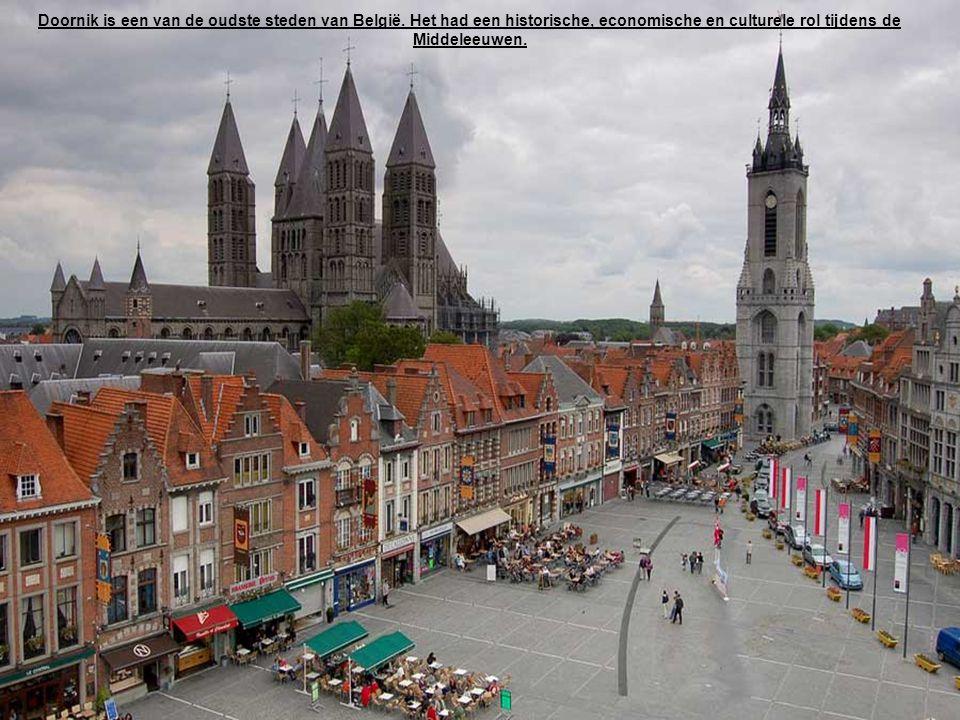 Het Steen is een historische middeleeuwse kasteel in het centrum van de oude stad.