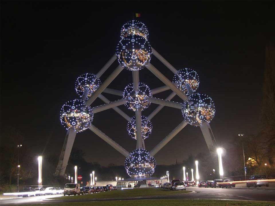 Levantado con ocasión de la Feria Mundial de 1958, celebrada en Bruselas, el Atomium se ha convertido en un auténtico símbolo de la capital de Bélgica.