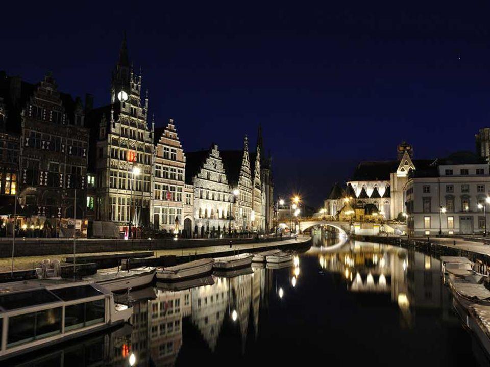 In S. XVI Gent was, na Parijs, de grootste stad van Europa noorden van de Alpen.