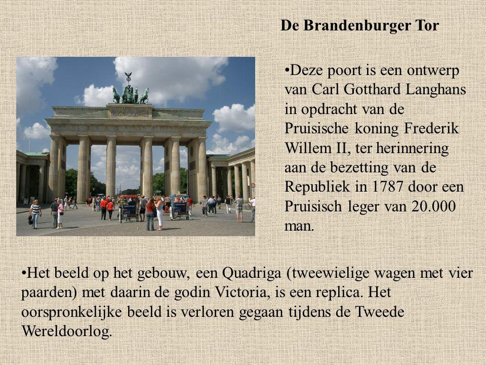 De Brandenburger Tor Deze poort is een ontwerp van Carl Gotthard Langhans in opdracht van de Pruisische koning Frederik Willem II, ter herinnering aan