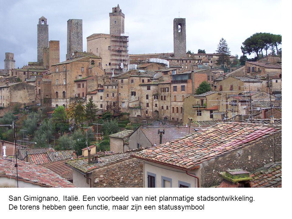 San Gimignano, Italië. Een voorbeeld van niet planmatige stadsontwikkeling. De torens hebben geen functie, maar zijn een statussymbool