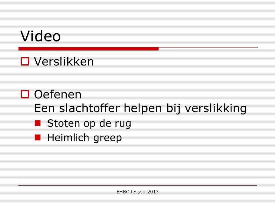 EHBO lessen 2013 Video  Verslikken  Oefenen Een slachtoffer helpen bij verslikking Stoten op de rug Heimlich greep