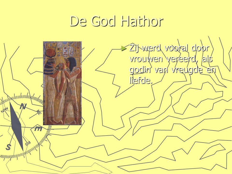 De God Hathor ► Zij werd vooral door vrouwen vereerd, als godin van vreugde en liefde.
