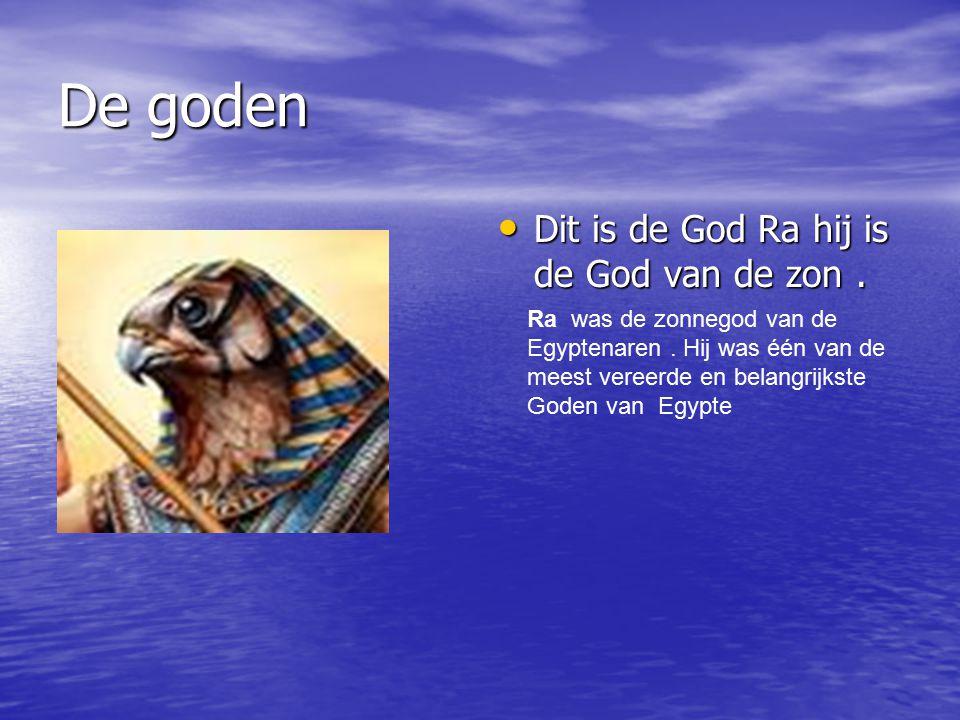 De goden Dit is de God Ra hij is de God van de zon. Dit is de God Ra hij is de God van de zon. Ra was de zonnegod van de Egyptenaren. Hij was één van