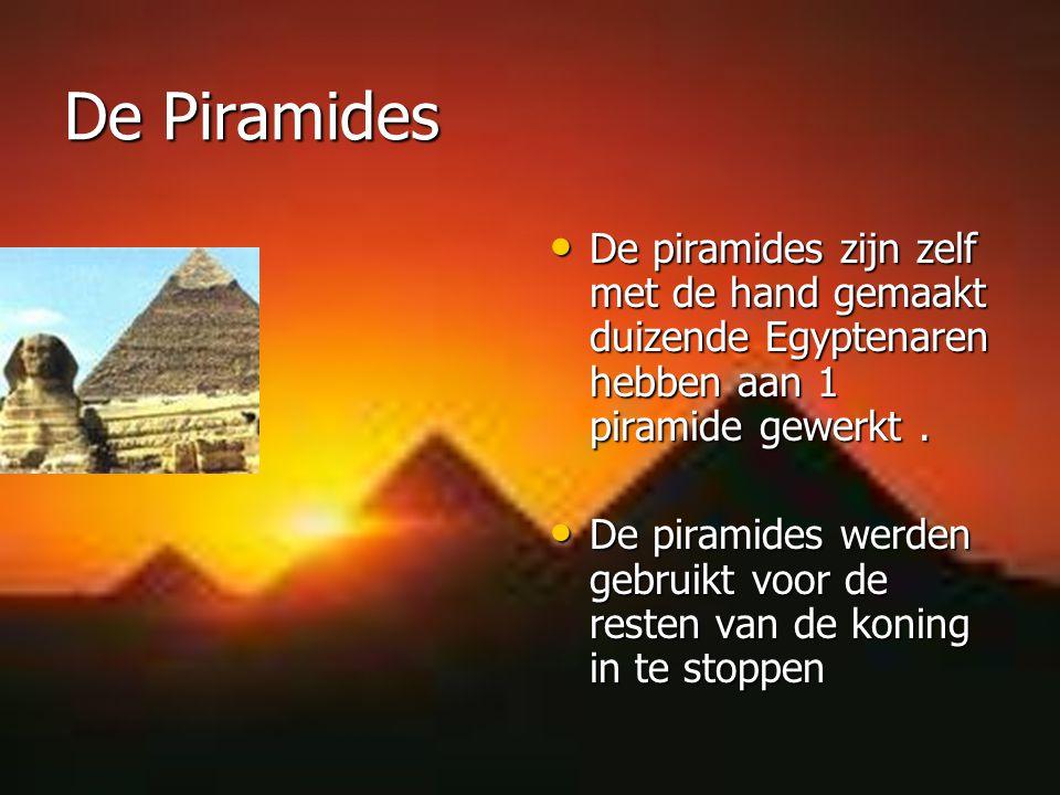 De Piramides De piramides zijn zelf met de hand gemaakt duizende Egyptenaren hebben aan 1 piramide gewerkt. De piramides zijn zelf met de hand gemaakt