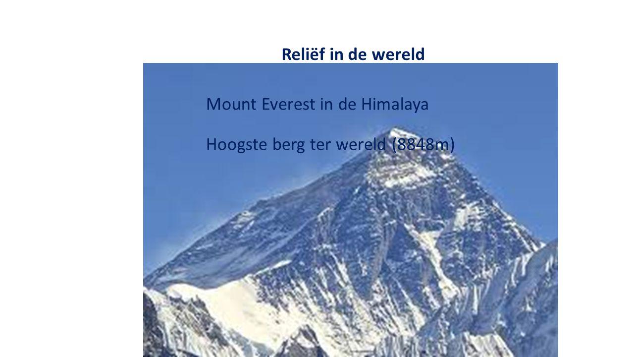 Reliëf in de wereld Mount Everest in de Himalaya Hoogste berg ter wereld (8848m)