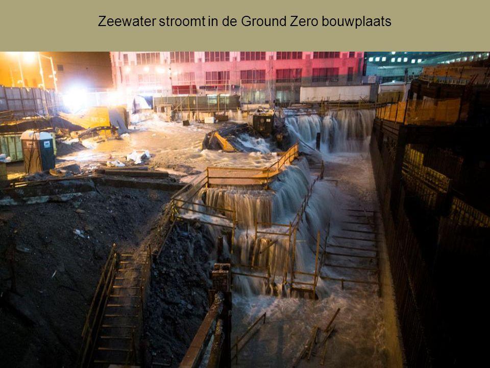 Zeewater stroomt de ingang van de Brooklyn Battery Tunnel in, New York.