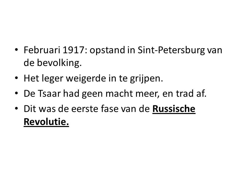 Februari 1917: opstand in Sint-Petersburg van de bevolking. Het leger weigerde in te grijpen. De Tsaar had geen macht meer, en trad af. Dit was de eer