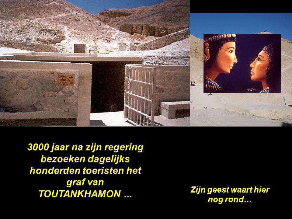 3000 jaar na zijn regering bezoeken dagelijks honderden toeristen het graf van TOUTANKHAMON...